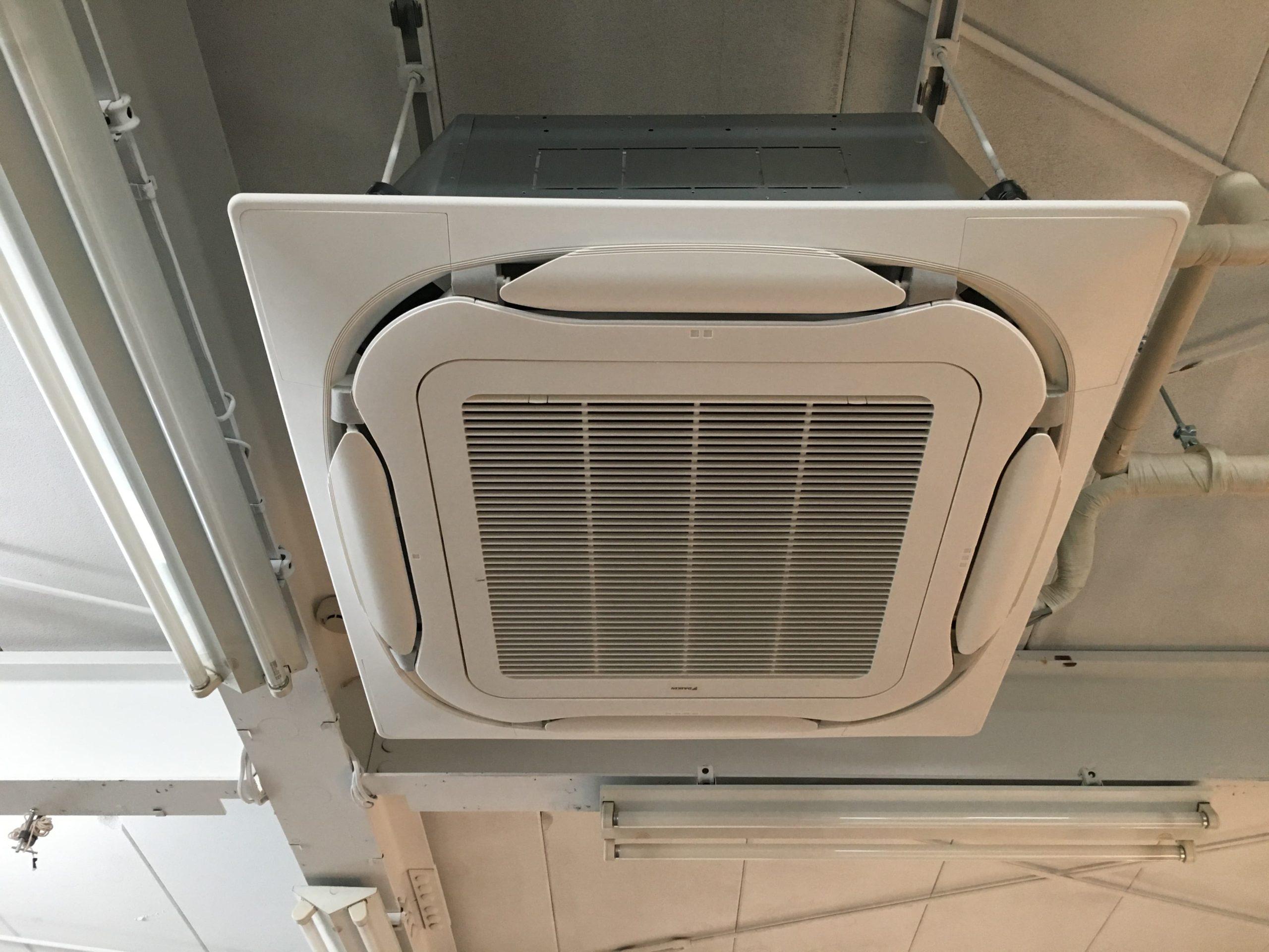 小中学校にエアコン設置-2